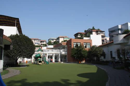 幼儿园整体建筑为现代简约欧式风格